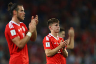 CARDIFF, WALES - SEPTEMBER 02:  Ben Woodburn (R) and Gareth Bale of Wales applaud the fans after victory in the FIFA 2018 World Cup Qualifier between Wales and Austria at Cardiff City Stadium on September 2, 2017 in Cardiff, Wales.  (Photo by Michael Steele/Getty Images)