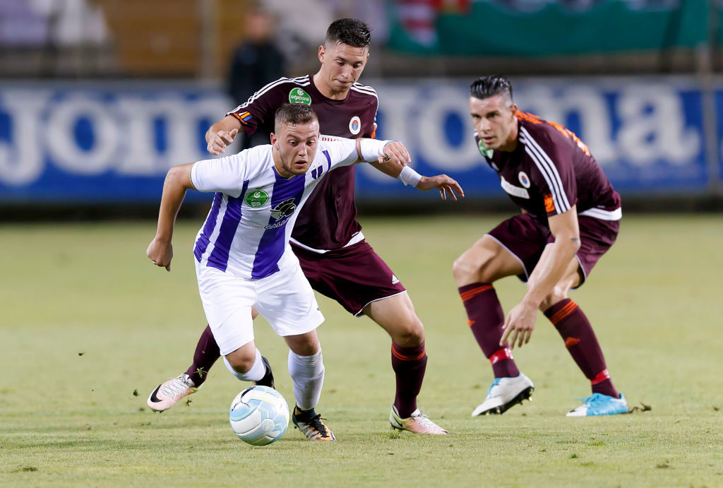 BUDAPEST, HUNGARY - AUGUST 6: Donat Zsoter (L) of Ujpest FC wins the ball from Mate Vida (R2) of Vasas FC in front of Tamas Vasko (R) of Vasas FC during the Hungarian OTP Bank Liga match between Ujpest FC and Vasas FC at Ferenc Szusza Stadium on August 6, 2017 in Budapest, Hungary. (Photo by Laszlo Szirtesi/Getty Images)