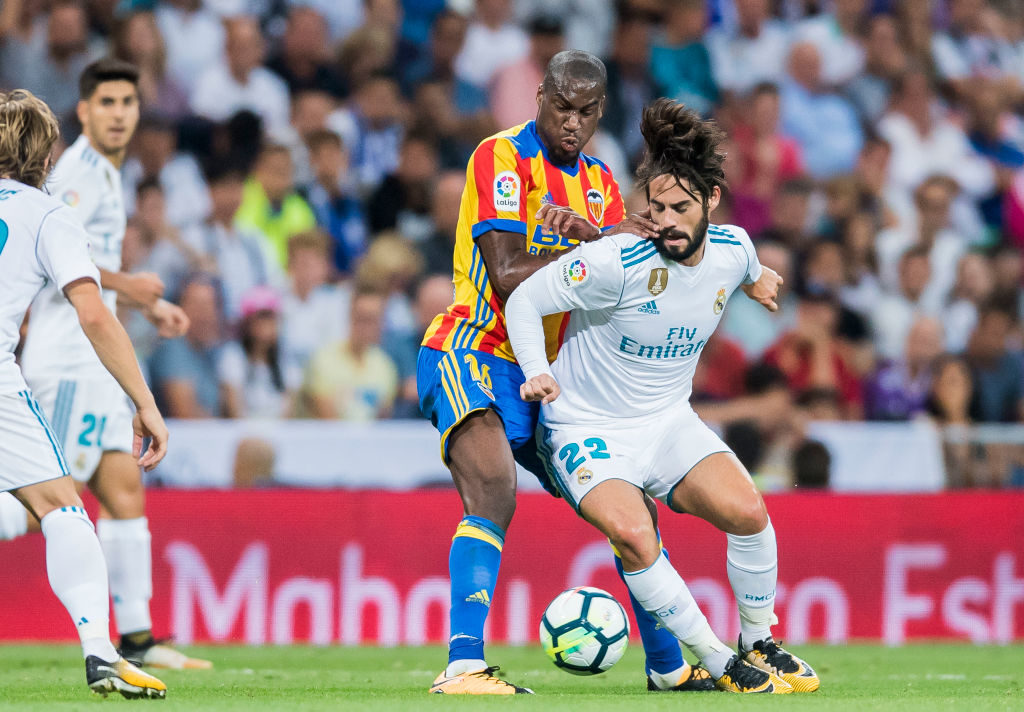 MADRID, SPAIN - AUGUST 27: Geoffrey Kondogbia (l) of Valencia CF battles for the ball with Isco Alarcon of Real Madrid during their La Liga 2017-18 match between Real Madrid and Valencia CF at the Estadio Santiago Bernabeu on 27 August 2017 in Madrid, Spain. (Photo by Power Sport Images/Getty Images)((