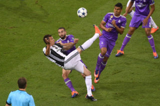 CARDIFF, WALES - JUNE 03: Mario Mandzukic of Juventus scores his sides first goal during the UEFA Champions League Final between Juventus and Real Madrid at National Stadium of Wales on June 3, 2017 in Cardiff, Wales.  (Photo by Michael Regan/Getty Images)