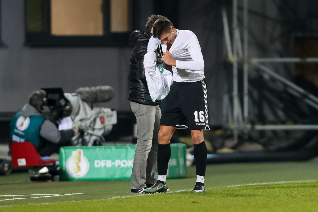 FUERTH, GERMANY - FEBURARY 07: Adam Pinter of Greuther Fuerth looks on during the DFB Cup match between SpVgg Greuther Fuerth and Borussia Moenchengladbach at Sportpark Ronhof Thomas Sommer on February 07, 2017 in Fuerth, Germany. (Photo by TF-Images/Getty Images)