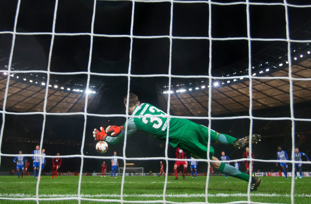 BERLIN, GERMANY - DECEMBER 07: Jonathan Klinsmann of Herta Berlin SC makes a save on a penalty shot by Brwa Nouri of Ostersunds FK during the UEFA Europa League group J match between Hertha BSC and Ostersunds FK at the Olympic Stadium on December 7, 2017 in Berlin, Germany. (Photo by Nils Petter Nilsson/Getty Images)