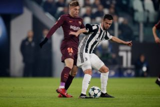 TURIN, ITALY - NOVEMBER 22: (L-R) Gerard Deulofeu of FC Barcelona, Miralem Pjanic of Juventus  during the UEFA Champions League  match between Juventus v FC Barcelona at the Allianz Stadium on November 22, 2017 in Turin Italy (Photo by Jeroen Meuwsen/Soccrates/Getty Images)