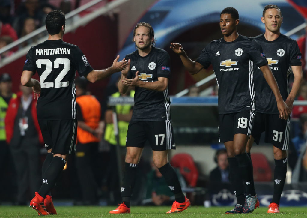 LISBON, PORTUGAL - OCTOBER 18: Manchester United FC forward Marcus Rashford from England celebrates with teammates after scoring a goal during the UEFA Champions League match between SL Benfica and Manchester United FC at Estadio da Luz on October 18, 2017 in Lisbon, Portugal.  (Photo by Gualter Fatia/Getty Images)