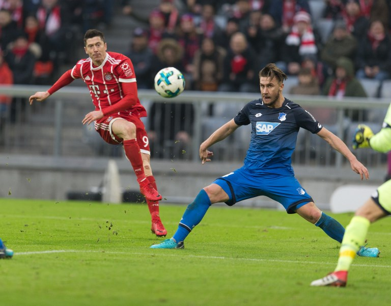 vl. Robert LEWANDOWSKI (FC Bayern) und Ermin Bicakcic (Hoffenheim)  GES/ Fussball/ 1. Bundesliga: FC Bayern Munich - TSG 1899 Hoffenheim, 27.01.2018   Football / Soccer: 1st League: Bayern Munich vs TSG 1899 Hoffenheim, January 27, 2018  usage worldwide