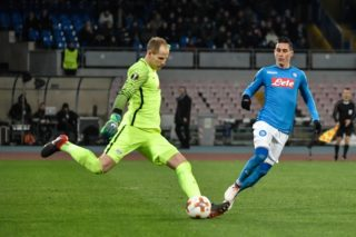 Leipzig's Hungarian goalkeeper Peter Gulacsi  (L) vies for the ball with Napoli's Spanish midfielder Jose Maria Callejon during the UEFA Europa League football match between Napoli and Leipzig, on February 15, 2018 at San Paolo stadium in Naples.  / AFP PHOTO / Andreas SOLARO