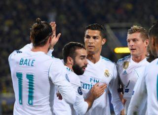 Christiano Ronaldo (Real Madrid) gratuliert Gareth Bale (Real Madrid), Toni Kroos (Real Madrid) ebenfalls  GES/ Fussball/ Champions League: Borussia Dortmund - Real Madrid, 26.09.2017  Football / Soccer: Champions League: Borussia Dortmund vs Real Madrid, Dortmund, September 26, 2017 | Verwendung weltweit