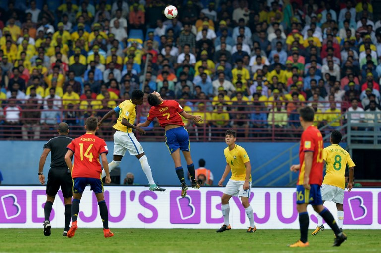 Ferran Torres (C-R) of Spain and Vitao (C-L) of Brazil jump for the ball during their group stage football match in the FIFA U-17 World Cup played at the Jawaharlal Nehru International Stadium in Kochi on October 7, 2017. The FIFA U-17 Football World Cup is taking place in India from October 6 to 28. / AFP PHOTO / Manjunath KIRAN