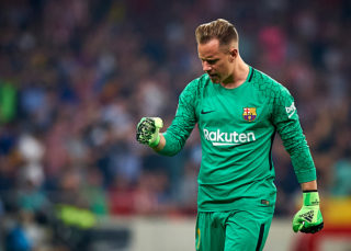 MADRID, SPAIN - OCTOBER 14:  Ter Stegen of Barcelona celebrates a goal during the La Liga match between Atletico Madrid and Barcelona at Estadio Wanda Metropolitano on October 14, 2017 in Madrid, Spain.  (Photo by fotopress/Getty Images)