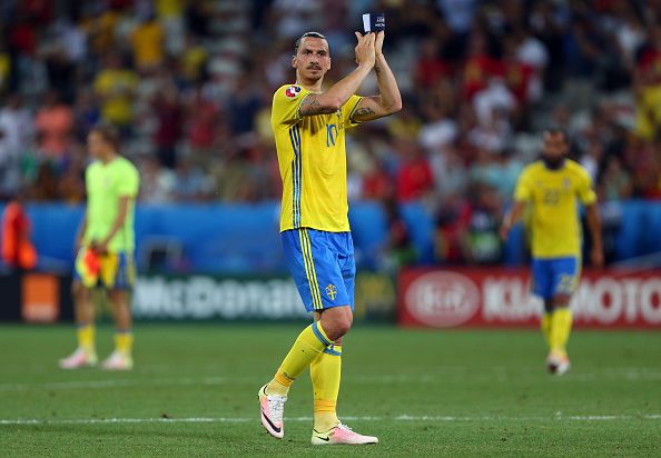 NICE, FRANCE - JUNE 22: Zlatan Ibrahimovich of Sweden applauds after the UEFA EURO 2016 Group E match between Sweden and Belgium at Allianz Riviera Stadium on June 22, 2016 in Nice, France. (Photo by Catherine Ivill - AMA/Getty Images)