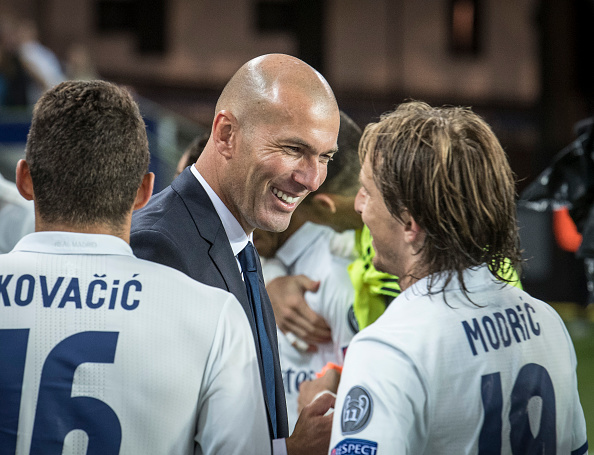 TRONDHEIM, NORWAY - AUGUST 09:Zinedine Zidane of Real Madrid celebrate victory with Mateo Kovacic and Luka Modric after  theUEFA Super Cup match between Real Madrid and Sevilla at the Lerkendal Stadion on August 9, 2016 in Trondheim, Norway. (Photo by Trond Tandberg/Getty Images)