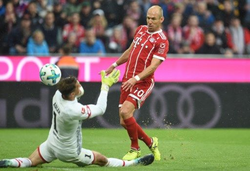 Muenchen's Arjen Robben scores the 2-0 against goalkeeper René Adler of Mainz during the German Bundesliga soccer match between Bayern Muenchen and FSV Mainz 05 in the Allianz Arena in Munich, Germany, 16 September 2017. (EMBARGO CONDITIONS - ATTENTION: Due to the accreditation guidelines, the DFL only permits the publication and utilisation of up to 15 pictures per match on the internet and in online media during the match.) Photo: Andreas Gebert/dpa