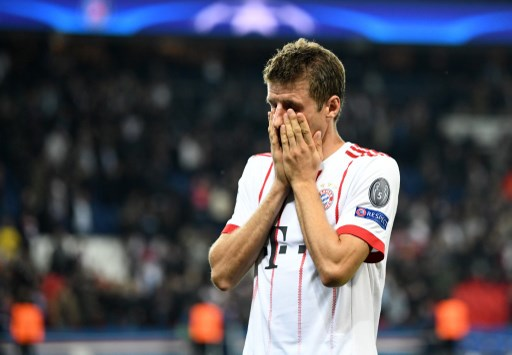 Bayern's Thomas Mueller reacts after the Champions League football match between Paris St. Germain and Bayern Munich at the Parc des Princes stadium in Paris, France, 27 September 2017. Photo: Peter Kneffel/dpa