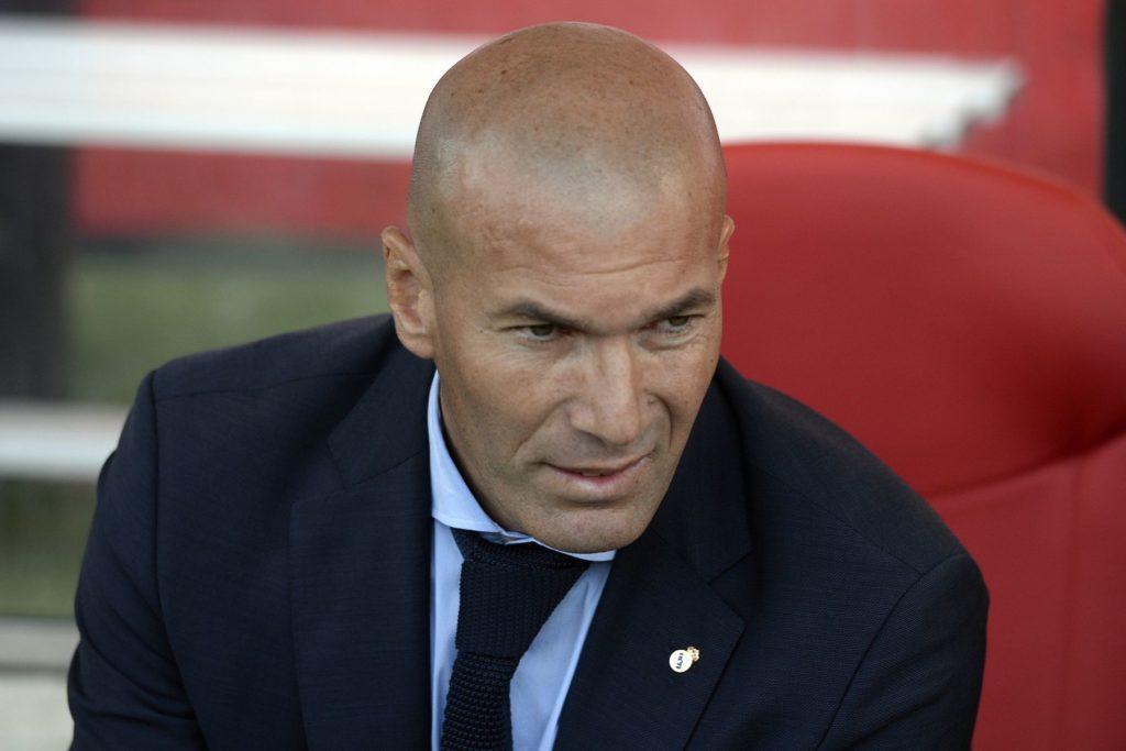 Real Madrid's French coach Zinedine Zidane looks on during the Spanish league football match Girona FC vs Real Madrid CF at the Municipal de Montilivi stadium in Girona on October 29, 2017.  / AFP PHOTO / Josep LAGO
