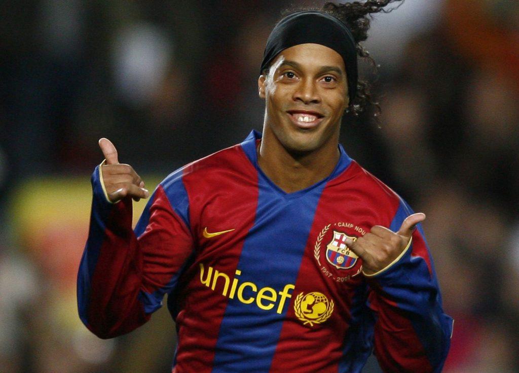 FC Barcelona's Brazilian Ronaldinho celebrates after scoring against Deportivo during their Spanish League football match at Camp Nou stadium in Barcelona, 09 November 2007. AFP PHOTO/LLUIS GENE / AFP PHOTO / LLUIS GENE