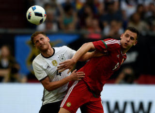 Germany's defender Benedikt Hoewedes (L) and Hungary´s Adam Szalai vie  during the UEFA EURO 2016 friendly football match Germany vs Hungary at the Veltins Arena in Gelsenkirchen, western Germany on June 4, 2016. / AFP PHOTO / PATRIK STOLLARZ