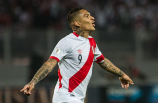 Peru's Paolo Guerrero celebrates after scoring against Colombia during their 2018 World Cup qualifier football match in Lima, on October 10, 2017. / AFP PHOTO / Ernesto BENAVIDES