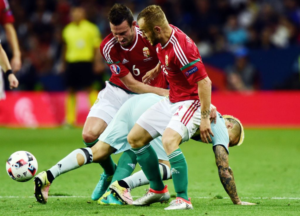 Belgium's midfielder Radja Nainggolan (R) vies vies for the ball with Hungary's midfielder Akos Elek (L) and Hungary's forward Gergo Lovrencsics  during the Euro 2016 round of 16 football match between Hungary and Belgium at the Stadium Municipal in Toulouse on June 26, 2016.   / AFP PHOTO / Attila KISBENEDEK