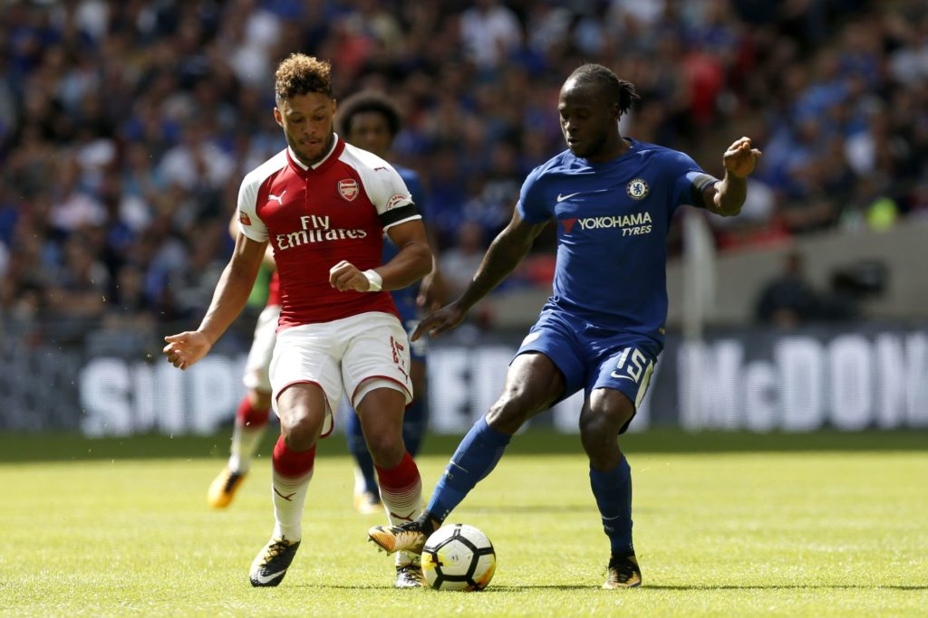 Arsenal's English midfielder Alex Oxlade-Chamberlain (L) vies with Chelsea's Nigerian midfielder Victor Moses during the English FA Community Shield football match between Arsenal and Chelsea at Wembley Stadium in north London on August 6, 2017. / AFP PHOTO / Ian KINGTON / NOT FOR MARKETING OR ADVERTISING USE / RESTRICTED TO EDITORIAL USE