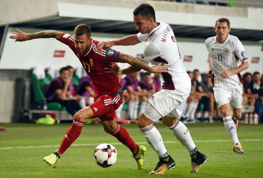 Hungary's Roland Varga (L) vies between Latvia's defender Vitalijs Maksimenko (C) during the FIFA World Cup 2018 qualification football match between Hungary and Latvia in Budapest on August 31, 2017.  / AFP PHOTO / ATTILA KISBENEDEK