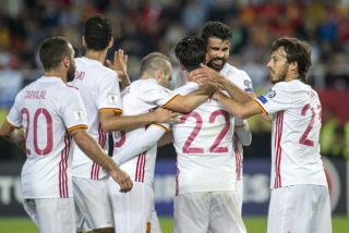 Spain's Diego Costa (2nd R) celebrates with teammates after scoring a goal during the FIFA World Cup 2018 qualification football match between Macedonia and Spain at  the Philip II Arena in Skopje, on June 11, 2017. / AFP PHOTO / Robert ATANASOVSKI