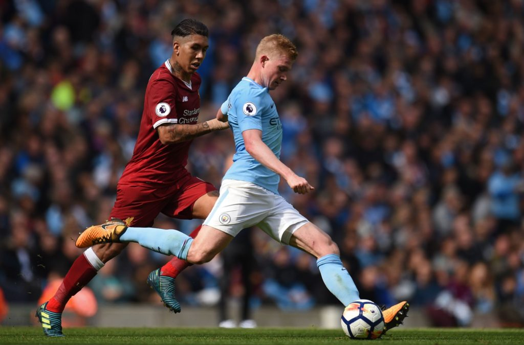 Manchester City's Belgian midfielder Kevin De Bruyne vies with Liverpool's Brazilian midfielder Roberto Firmino during the English Premier League football match between Manchester City and Liverpool at the Etihad Stadium in Manchester, north west England, on September 9, 2017. / AFP PHOTO / Oli SCARFF / RESTRICTED TO EDITORIAL USE. No use with unauthorized audio, video, data, fixture lists, club/league logos or 'live' services. Online in-match use limited to 75 images, no video emulation. No use in betting, games or single club/league/player publications.  /
