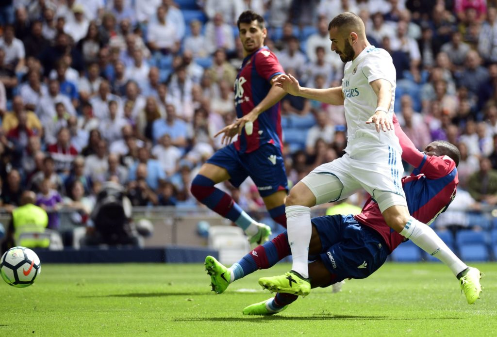 Real Madrid's French forward Karim Benzema (2L) vies with Levante's Colombian midfielder Jefferson Lerma (R) during the Spanish Liga football match Real Madrid vs Levante at the Santiago Bernabeu stadium in Madrid on September 9, 2017. / AFP PHOTO / PIERRE-PHILIPPE MARCOU