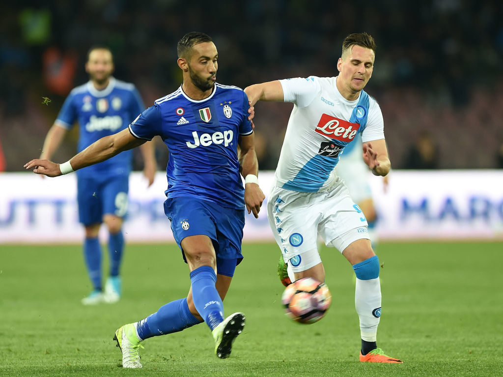 NAPLES, ITALY - APRIL 05:  Player of SSC Napoli Arkadiusz Milik vies with Juventus FC player Medhi Benatia during the TIM Cup match between SSC Napoli and Juventus FC at Stadio San Paolo on April 5, 2017 in Naples, Italy.  (Photo by Francesco Pecoraro/Getty Images)