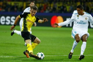 Dortmund's German forward Maximilian Philipp and Real Madrid's defender from France Raphael Varane (R) vie for the ball during the UEFA Champions League Group H football match BVB Borussia Dortmund v Real Madrid in Dortmund, western Germany on September 26, 2017. / AFP PHOTO / Odd ANDERSEN