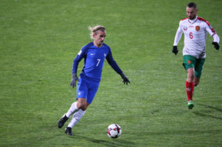SOFIA, BULGARIA - OCTOBER 7: Antoine Griezmann of France, Simeon Slavchev of Bulgaria  during the FIFA 2018 World Cup Qualifier between Bulgaria and France at Vasil Levski National Stadium on October 7, 2017 in Sofia, Bulgaria. (Photo by Jean Catuffe/Getty Images)