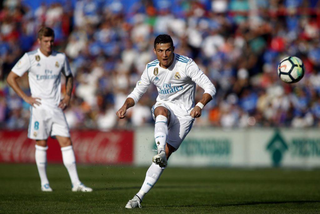 Real Madrid's Portuguese forward Cristiano Ronaldo kicks the ball during the Spanish league football match Getafe CF vs Real Madrid at the Coliseum Alfonso Perez stadium in Getafe on October 14, 2017. / AFP PHOTO / OSCAR DEL POZO