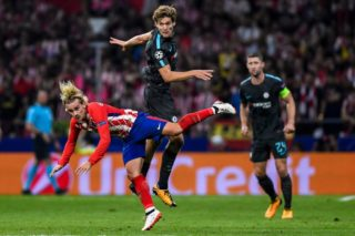 MADRID, SPAIN - SEPTEMBER 27: Antoine Griezmann (l) of Atletico de Madrid battles for the ball with Marcos Alonso of Chelsea FC during the UEFA Champions League 2017-18 match between Atletico de Madrid and Chelsea FC at the Wanda Metropolitano on 27 September 2017, in Madrid, Spain. (Photo by Power Sport Images/Getty Images)