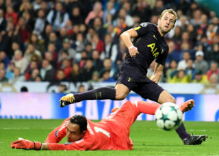 MADRID, SPAIN - OCTOBER 17:  Keylor Navas of Real Madrid saves Harry Kane of Tottenham Hotspur goal attempt during the UEFA Champions League group H match between Real Madrid and Tottenham Hotspur at Estadio Santiago Bernabeu on October 17, 2017 in Madrid, Spain.  (Photo by Laurence Griffiths/Getty Images)