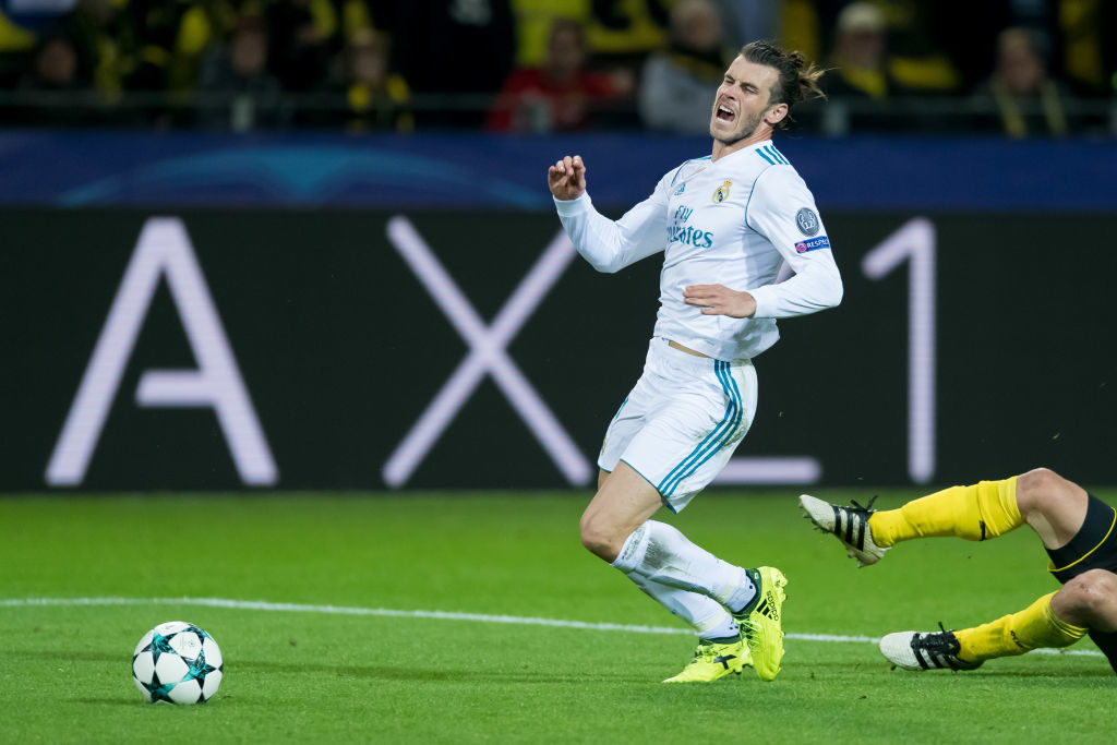 DORTMUND, GERMANY - SEPTEMBER 26: Gareth Bale of Real Madrid and Sokratis of Dortmund battle for the ball during the UEFA Champions League group H match between Borussia Dortmund and Real Madrid at Signal Iduna Park on September 26, 2017 in Dortmund, Germany. (Photo by TF-Images/TF-Images via Getty Images)