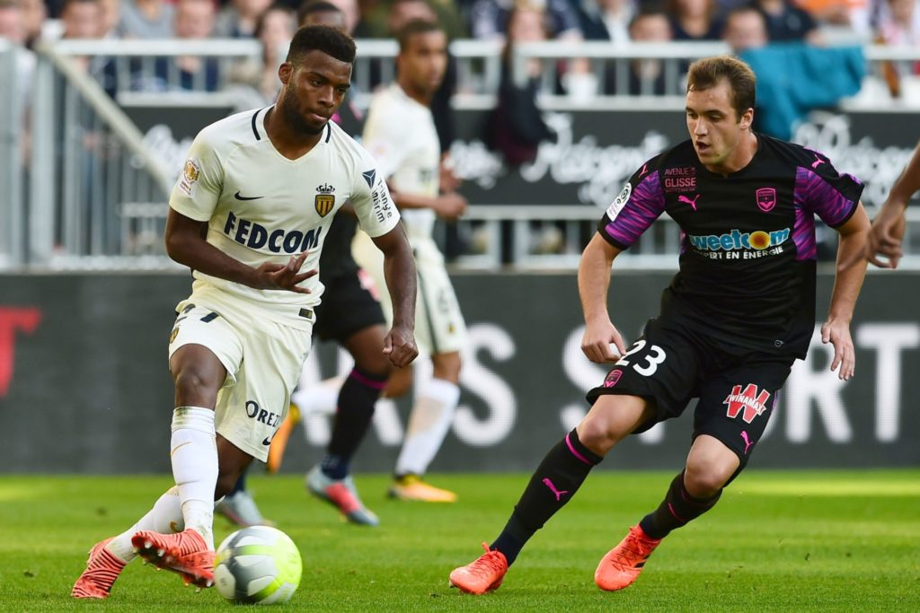 Monaco's French midfielder Thomas Lemar (L) vies with Bordeaux's Argentinian midfielder Valentin Vada (R) during the French L1 football match between Bordeaux and Monaco on October 28, 2017 at the Matmut Atlantique stadium in Bordeaux, southwestern France.  / AFP PHOTO / NICOLAS TUCAT