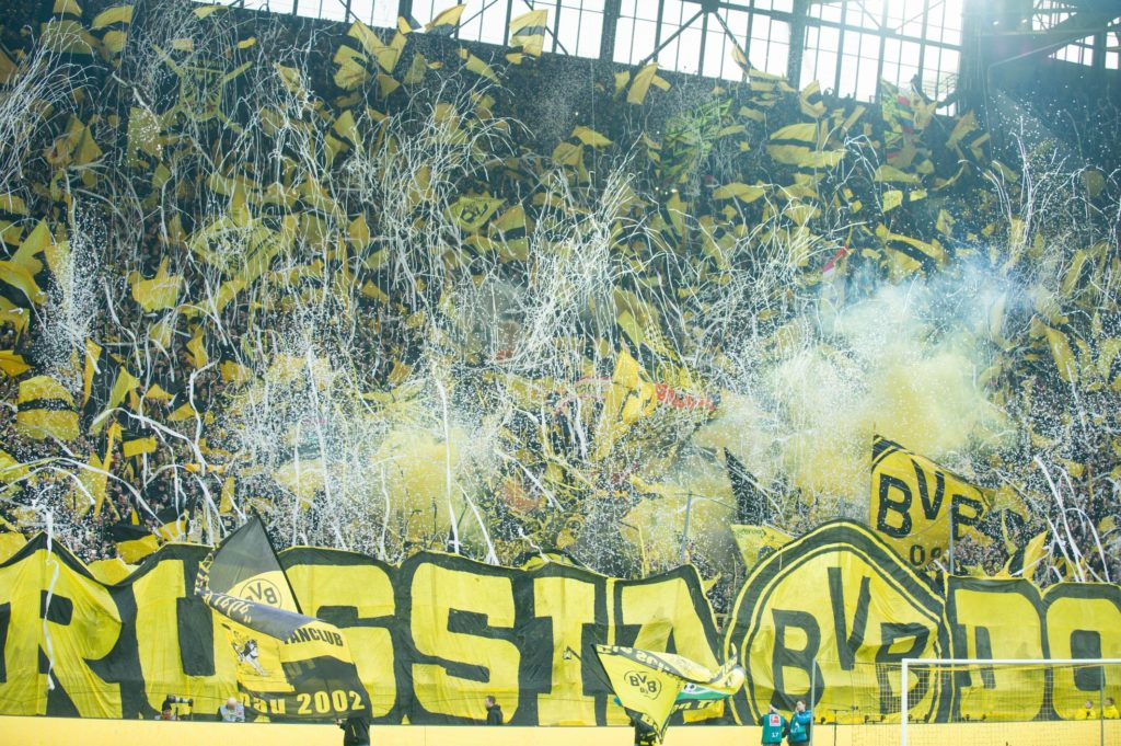 Fahnen auf der Dortmunder Suedtribuene, S_dtrib_ne, Fan, Fans, Zuschauer, Anhaenger, Supporter,jubilation, jubeln, jubelnd, Freude, cheers, celebrate,  Fussball 1. Bundesliga, 13. Spieltag, Borussia Dortmund (DO) - FC Schalke 04 (GE) 4:4, am 25.11.2017 in Dortmund/ Germany.  |usage worldwide