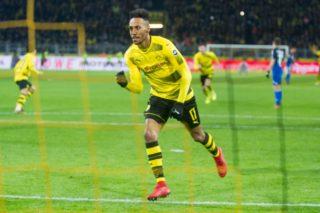 goalschuetze Pierre-Emerick AUBAMEYANG (DO) jubelt after dem goal zum 1:1 Ausgleich fuer Borussia Dortmund per Elfmeter, Strafstoss, Penalty, jubilation, jubeln, jubelnd, Freude, cheers, celebrate, goaljubel, ballt die Faust, ganze Figur, gesture,  gesture,  Fussball 1. Bundesliga, 17. Spieltag, Borussia Dortmund (DO)- TSG 1899 Hoffenheim (1899) 2:1, am 16.12.2017 in Dortmund/ Germany.   usage worldwide
