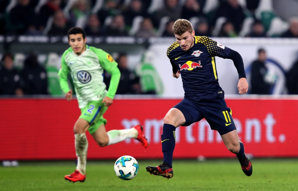 Leipzig's forward Timo Werner (R) runs with the ball in front of Wolfsburg's Brazilian defender William (L) during the German first division Bundesliga football match between VfL Wolfsburg and RB Leipzig on December 12, 2017 in Wolfsburg.  / AFP PHOTO / Ronny Hartmann / RESTRICTIONS: DURING MATCH TIME: DFL RULES TO LIMIT THE ONLINE USAGE TO 15 PICTURES PER MATCH AND FORBID IMAGE SEQUENCES TO SIMULATE VIDEO. == RESTRICTED TO EDITORIAL USE == FOR FURTHER QUERIES PLEASE CONTACT DFL DIRECTLY AT + 49 69 650050