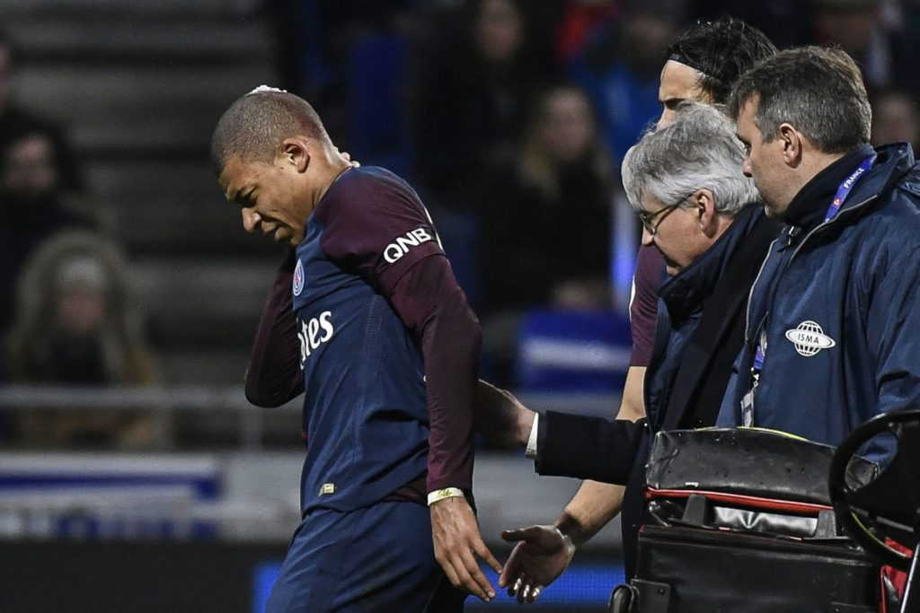 Paris Saint-Germain's French forward Kylian Mbappe reacts after being injured during the French L1 football match between Olympique Lyonnais and Paris-Saint Germain (PSG) at Groupama stadium in Decines-Charpieu on January 21, 2018. / AFP PHOTO / JEFF PACHOUD