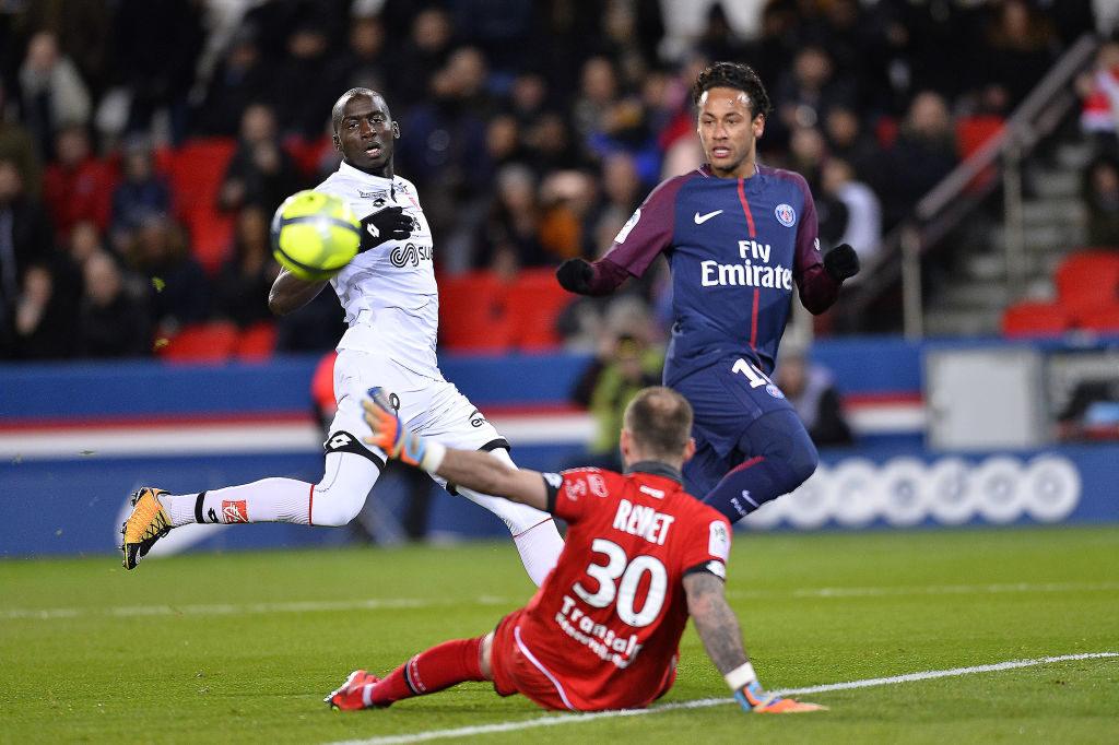 PARIS, FRANCE - JANUARY 17:  Neymar Jr of Paris Saint-Germain passes the ball to Angel Di Maria who scored during the Ligue 1 match between Paris Saint Germain and Dijon FCO at Parc des Princes on January 17, 2018 in Paris.  (Photo by Aurelien Meunier/Getty Images )