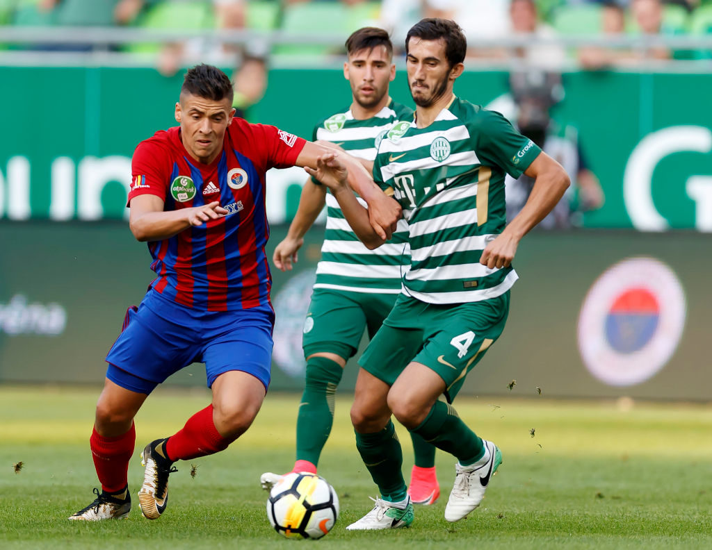 BUDAPEST, HUNGARY - SEPTEMBER 9: Stefan Spirovski #4 of Ferencvarosi TC competes for the ball with Zsombor Berecz (L) of Vasas FC in front of Fernando Gorriaran (L2) of Ferencvarosi TC during the Hungarian OTP Bank Liga match between Ferencvarosi TC and Vasas FC at Groupama Arena on September 9, 2017 in Budapest, Hungary. (Photo by Laszlo Szirtesi/Getty Images)