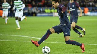 Paris Saint-Germain's Brazilian striker Neymar controls the ball during the UEFA Champions League Group B football match between Paris Saint-Germain (PSG) and Glasgow Celtic at Parc des Princes Stadium in Paris on November 22, 2017.  / AFP PHOTO / BERTRAND GUAY