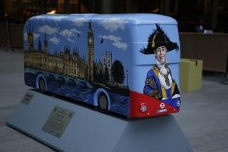 Busz-szobor-installaciok-London-szerte(4970dcf5-71dd-446e-b629-24ba60c6abdd)(960x640).jpg (angliai magyarok, busz, szobor, London)