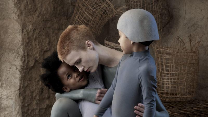 Jelenet a farkas gyermekeiből, amin anya öleli a gyerekeket