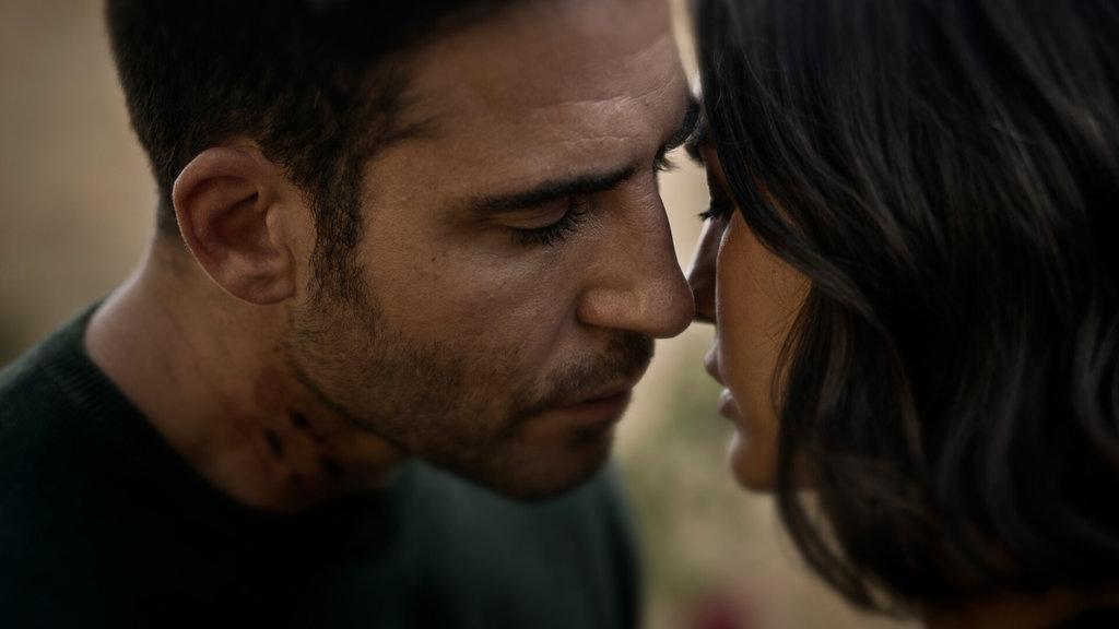 30 ezüst jelenet: Elena és Paco meg akarják csókolni egymást