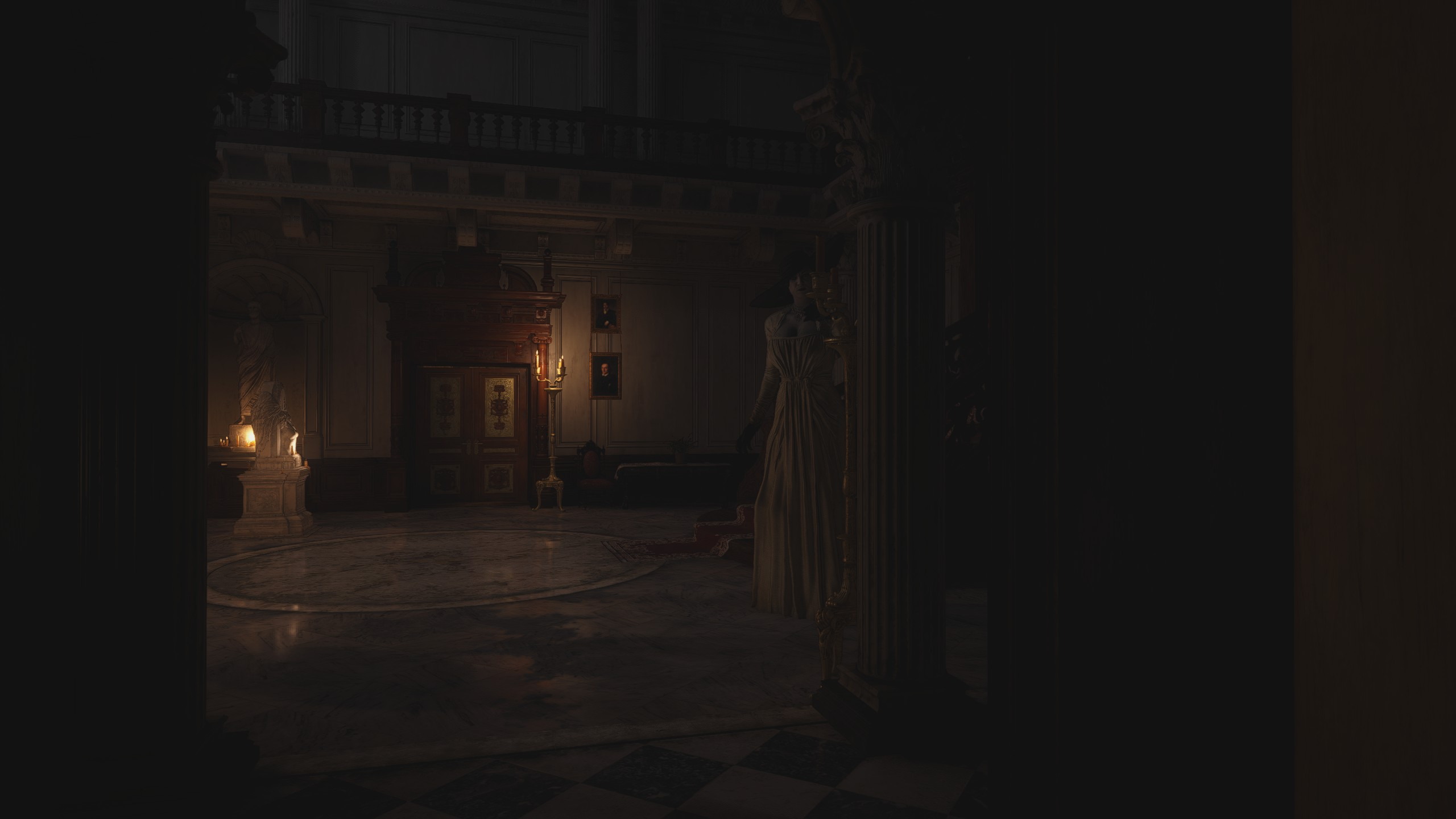 Lady Dimitrescu a lépcsőn vár Ethanre