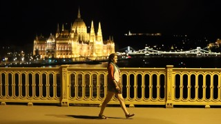 A supporter of team Hungary walks away June 26, 2016 in Budapest following Hungary's loss in their Euro 2016 football match against Belgium that was played in Toulouse, France.  Hungary lost 0-4.    / AFP PHOTO / FERENC ISZA